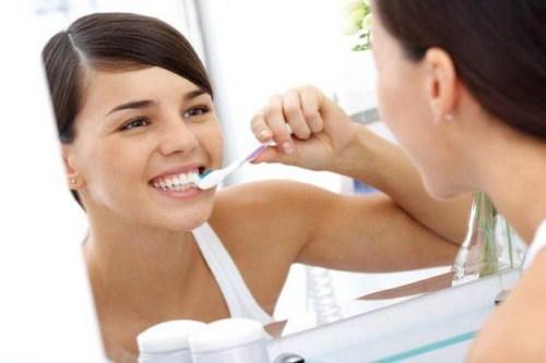các vấn đề thường gặp sau khi trồng răng sứ 5
