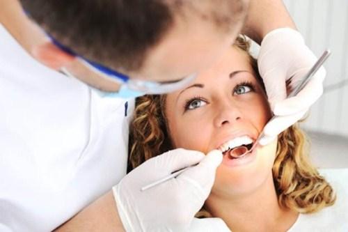 các vấn đề thường gặp sau khi trồng răng sứ 6