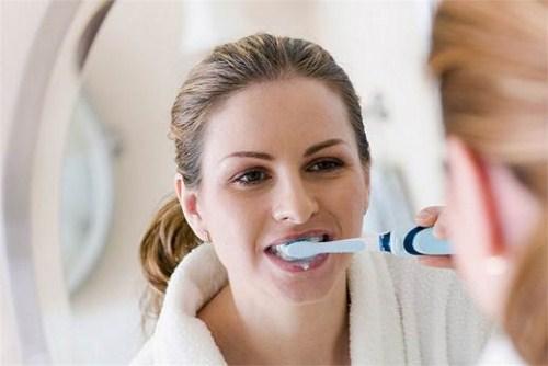 cách vệ sinh răng miệng sau khi nhổ răng 8